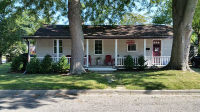Photo for Cozy Twin Maples Corner Cottage