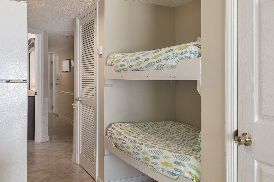 FREE FALL NIGHT with Kaiser in Royal Palms #208: 2 BR/2 BA Condo in Gulf Shores Sleeps 6