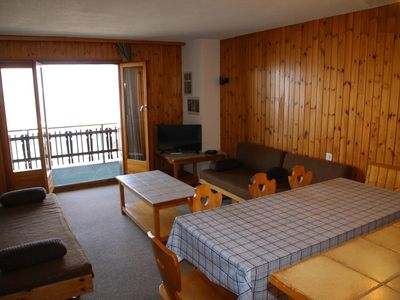 Photo for 2*, 1-bedroom-apartment for 4-6 people located at the bottom of the ski slopes with free WiFi. Fitte