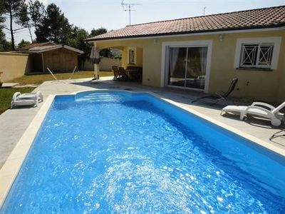 Photo for Cottage with garden and swimming pool, parking, near Ocean, free internet