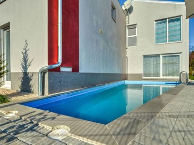 Photo for Beautiful apartment for 16 people with WIFI, hot tub, A/C, private pool, TV, balcony and parking