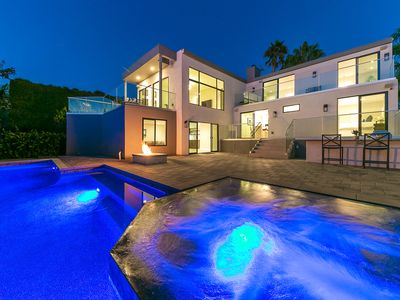 Modern Luxury at it's best! Resort home with ocean view/mins to beach & pool!