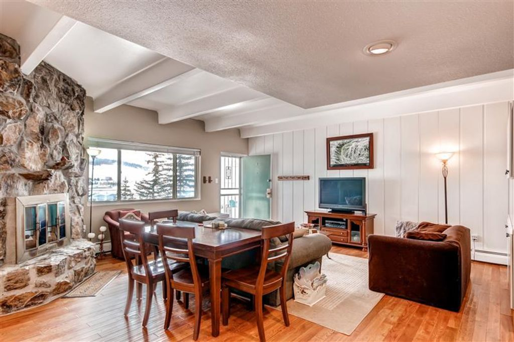 Property Image#4 Exceptional 3BR Dillon Condo W/Views Of The Lake!