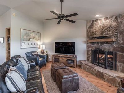 Photo for CenterView, 2 Bedrooms, Sleeps 6, Hot Tub, Gas Fireplace, Large TV