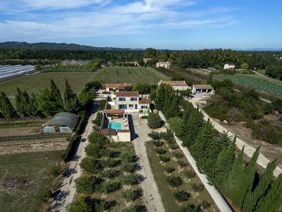 Photo for Comfortable house with fenced private pool in St. Remy-de-Provence.