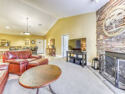 Photo for Relaxing downtown condo w/ jetted tub, fireplace & shared hot tub/pool!