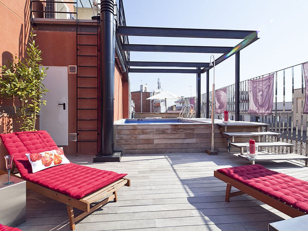 Apartment w/ swimming pool the in Gothic Quarter ...