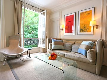 Quiet Luxury and Style. Elegant St Germain Des Pres Apartment