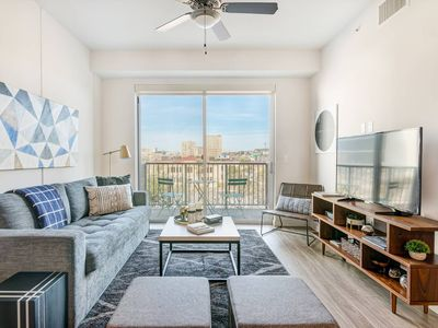 Photo For Stylish, Spacious Apartment Near Downtown Austin   One Bedroom  Apartment, Sleeps 4