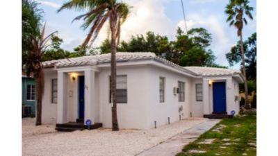 Vacation House/ Social Backyard/10 Min To The Beach!! Great Price!!