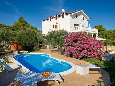 Photo for In Tisno with Internet, Pool, Air conditioning, Parking (740170)