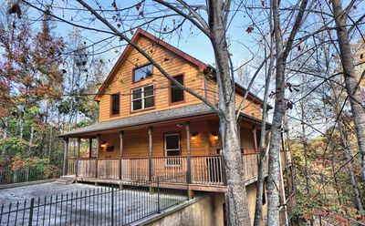 Hoedown Hideaway is located only 1/2 a mile off the Parkway in Pigeon Forge