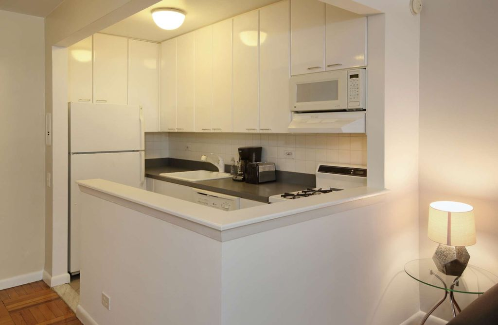 Irving Place! Prime location 1 Bed Elevator Doorman! 5191