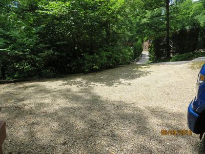 Large driveway to park vehicles.