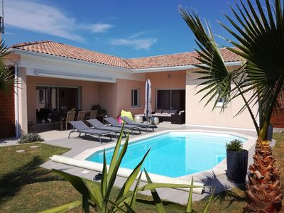 Photo for 5 bedroom villa with heated pool near HOSSEGOR