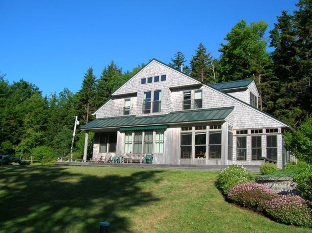 Maine oceanfront home year round rental homeaway for Cabin rentals in maine with hot tub