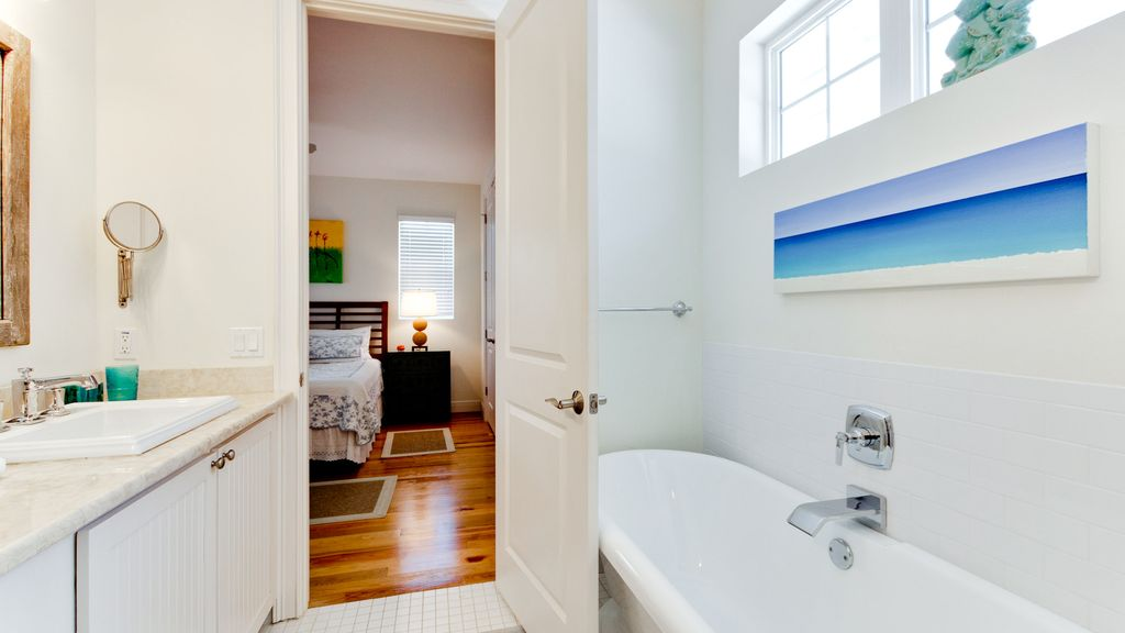 Seashell - Less than 1 minute to the beach - PRIVATE POOL and PET friendly!