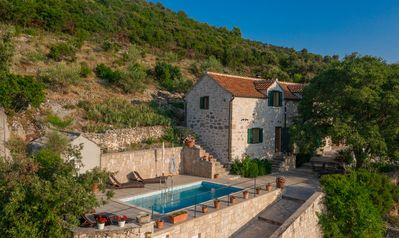 Villa Dol - 1500 m2 property that includes private pool and olive field