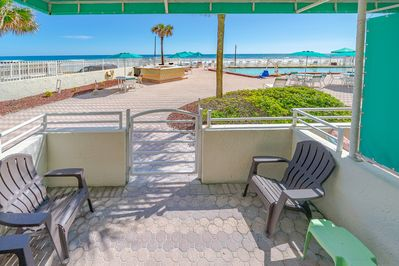 Direct oceanfront and poolside !