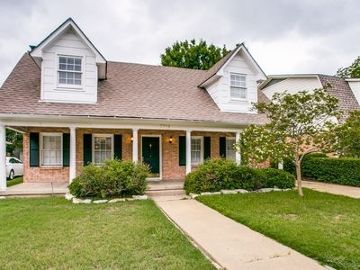 Photo for Mustang Manor - .5 Mi to SMU - Uptown/Downtown - Amenities!