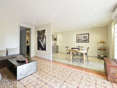 Photo for Casa de Flor apartment in Eixample Dreta with WiFi, air conditioning & lift.