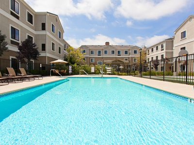 Photo for Outdoor Pool & Hot Tub. Free Breakfast. 30 Min Drive to Disney!