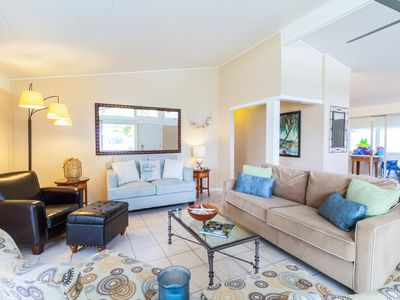 3BR Tropical Escape w/ Lanai & Private Yard - Walk to Maunalua Bay  Beach