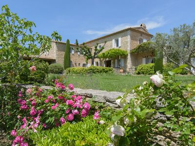 Photo for Superb dry stone farmhouse in the center of Gordes (Luberon)
