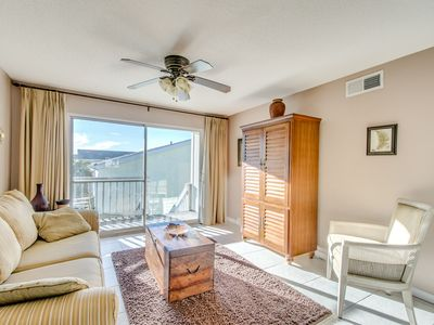 Photo for Villas on the Gulf F2 Gulfside 2 bedroom. Free wifi. Pool. Washer/Dryer.