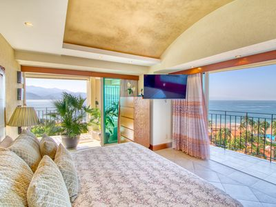 """Photo for """"Tulip"""" Exceptional condo and view."""