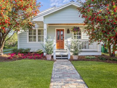 Bottlebrush on Bowen - the perfect location in Ocean Springs. Walk to downtown!