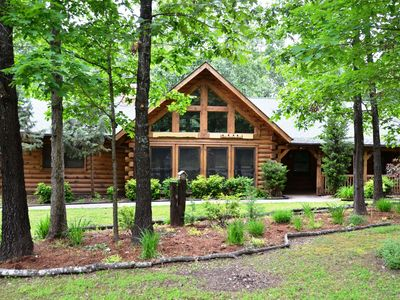 Photo for Amazing Premium Cabin, HotTub, Near Shows, Jetted Bathtub, with gametable Dining Room Near Big Cedar Deer Tracks