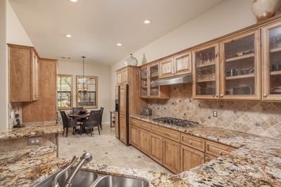 Fully equipped gourmet kitchen, granite counters