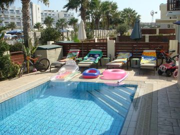MICKEY1, 3 bed,FREE CAR, Overflow pool, Cyprus Hospitality