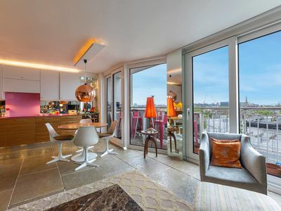 Photo for Trendy 2 bed with balcony & view in Notting Hill