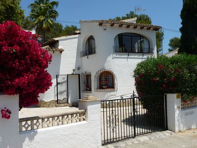 Photo for Delightful villa with sunny private pool, A/C and free Wi-Fi