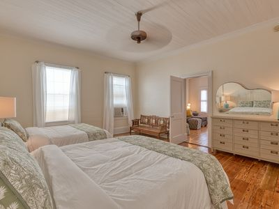 """Photo for """"ISLAND OVERLOOK"""" ~ 1 Bedroom, 1 Bath Classic Key West Condo in Perfect Area!"""