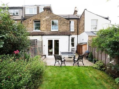 Photo for Garden Cottage - In London (Richmond-upon-Thames)