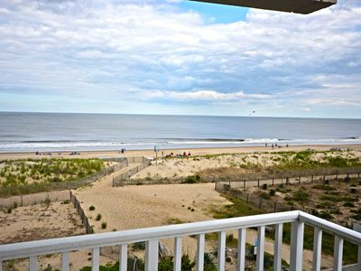 Photo for Cute, spacious 2-bedroom oceanfront condo with hardwood flooring, WiFi, and a breathtaking ocean view located midtown!