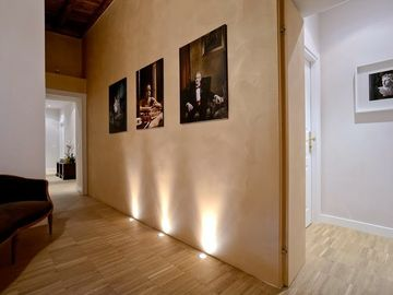 Elegant and comfortable apartment for 2 to 11 people near the Colosseum