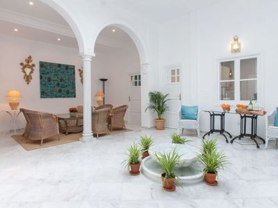 Photo for Patio de Tintes apartment in Santa Cruz – Catedral with WiFi, air conditioning & private terrace.