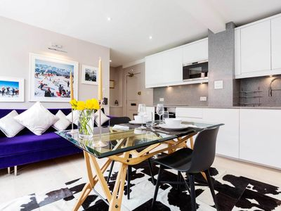 Photo for Fresh & modern style flat in an unbeatable location in South Kensington (veeve)