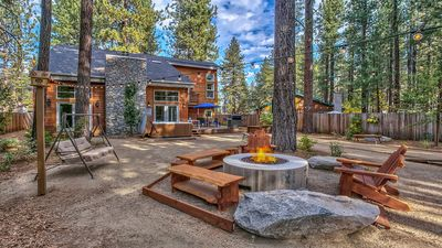 Enormous backyard with fire pit, hot tub, bocce court, Weber bbq/smoker