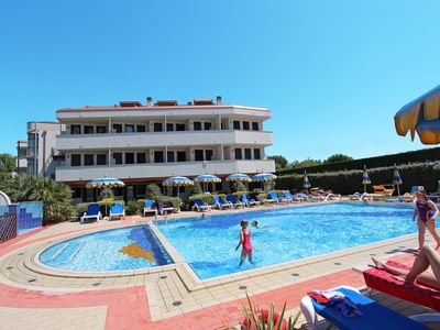Photo for Holiday apartment with air conditioning and an outdoor swimming pool on the beach