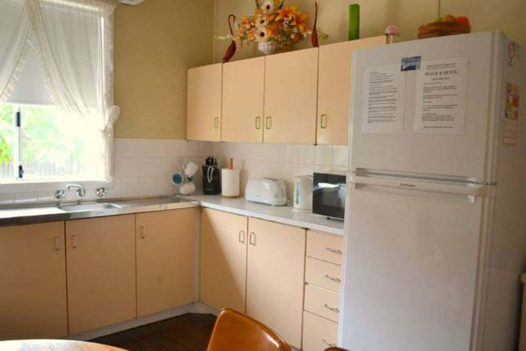 """Explorers-4 bedroom family home -centrally located on """"Port Augusta Strip"""""""