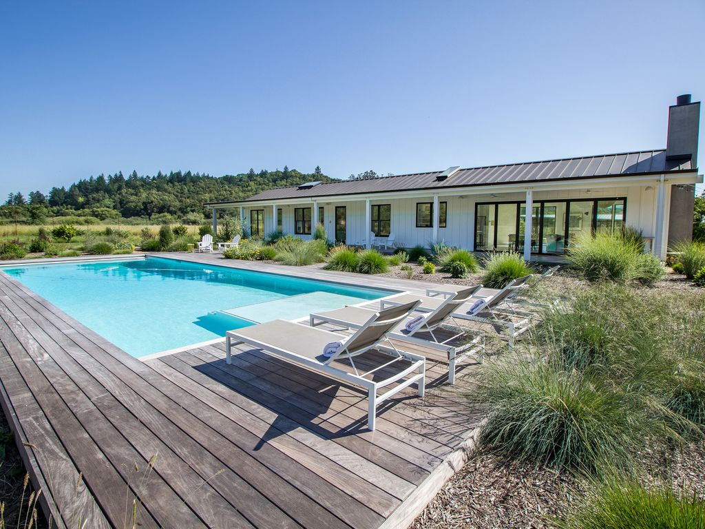 Guest House Pool Houses: 4BR Vineyard House With Pool + Guest House ...