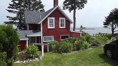 Photo for Vacation cottage at the edge of sea in Ocean Point area of East Boothbay.