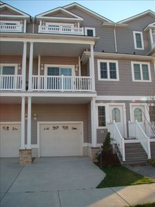 Photo for Upscale 3 Level Luxery Townhome, Beautifully Decorated 4 BR 3.5 BA Sleeps 12