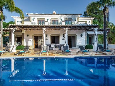 Photo for 4 bedroom Villa, sleeps 10 in Quinta do Lago with Pool, Air Con and WiFi