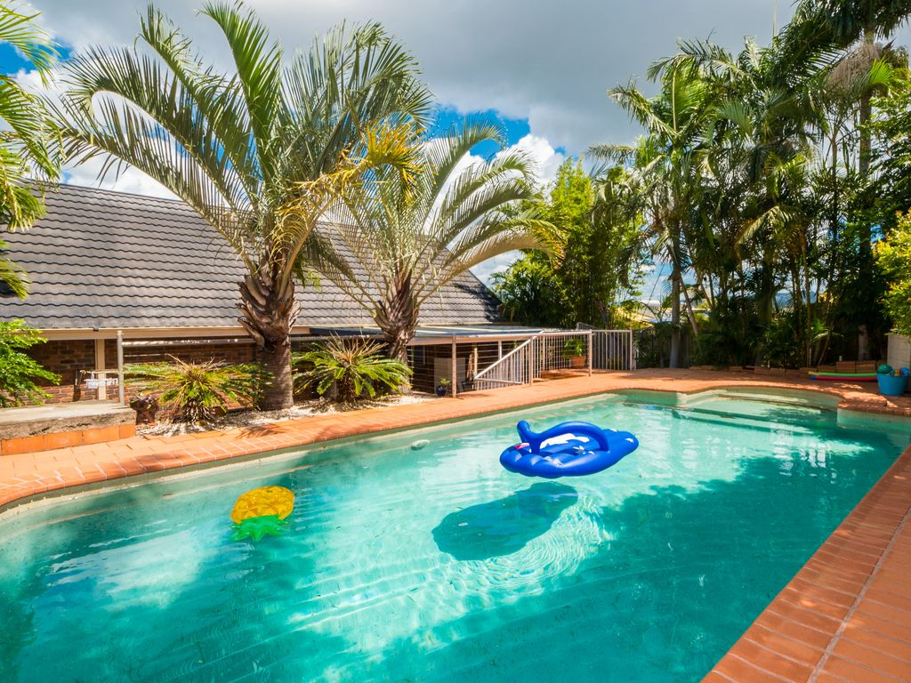 Treetops Lodge - Tropical . Poolside Hideaway